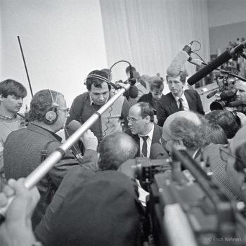 Gregor Gysi und Journalisten